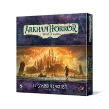 El Camino a Carcosa es la segunda campaña para Arkham Horror el juego de cartas. Disponible para comprar en oferta en Lámpara Mágica Shop. Estamos en Sevilla.
